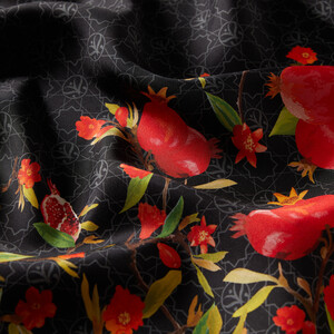 ipekevi - Siyah Nar Çiçeği Monogram Tivil İpek Eşarp (1)