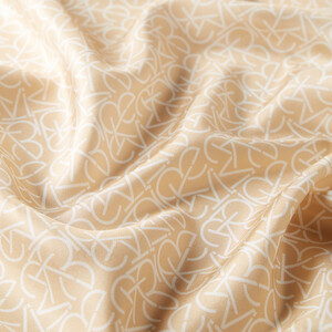 - Typo Monogram Yeni Gold Tivil İpek Eşarp (1)