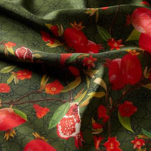 ipekevi - Yeşil Nar Çiçeği Monogram Tivil İpek Eşarp (1)