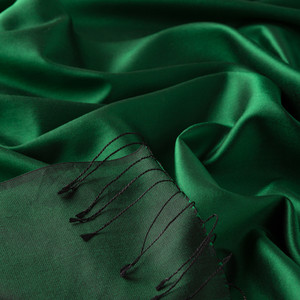- Zümrüt Yeşili Çift Taraflı İpek Şal (1)